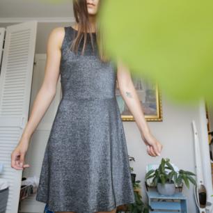 Glittrig festlig klänning! Öppen rygg ✨✨