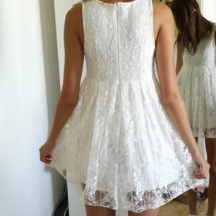 Vit spets klänning. Perfekt konfirmationsklänning/sommarklänning.