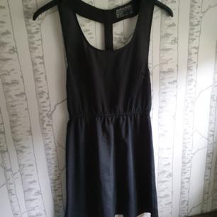 Jättefin klänning som tyvärr aldrig kommit till användning,så i nyskick