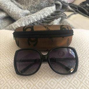 Chanel solglasögon (kopior) aldrig använda .