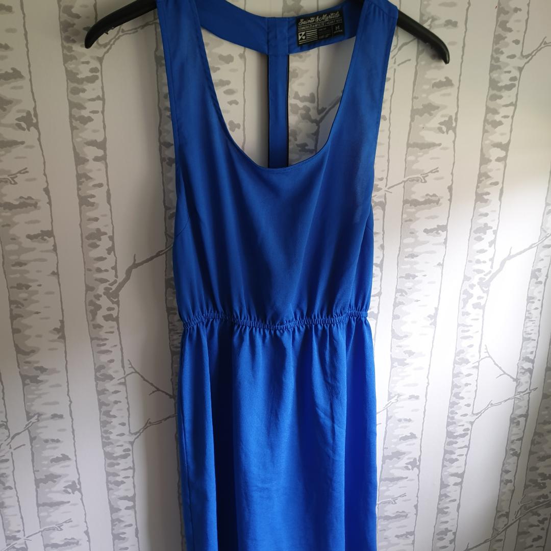 Jättefin klänning som tyvärr aldrig kommit till användning, de vill säga den är i nyskick. Toppar.