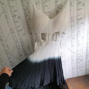 Jättefin klänning som jag tyvärr aldrig fått tillfälle att använda,i nyskick