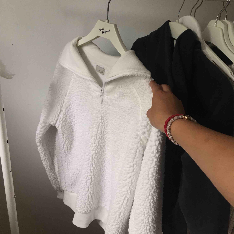 Världens mjukaste varmaste kofta perfekt till höst och vinter! Även fast tröjan är lösare i modellen sitter den såå snyggt pga half-zip kragen! . Tröjor & Koftor.
