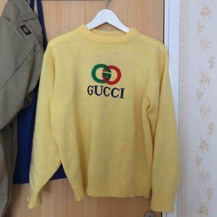 FAKE Gucci tröja. Riktigt varm och skön. Använd få gånger då den inte riktigt va min stil.