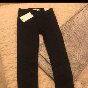 Jeans från Gina tricot.  Aldrig använda, prislapp kvar med.
