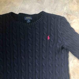 Inte så mycket använd, perfekt för vintern och hösten. Äkta Ralph lauren tröja som kostade 1100kr!
