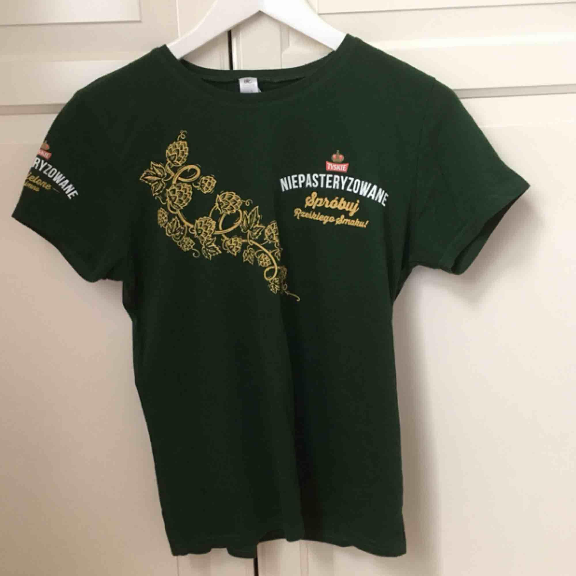 Mörkgrön Tyskie-tisha för ölälskaren! Bomullstyg 🍻. T-shirts.