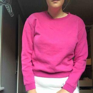 Jag säljer en tröja från Monki. Den är i storleken S men jag skulle säga att den passar en M också.