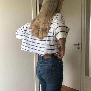 En vintage gammal Polo - Ralph Lauren tröja som är croppad. Originellt storlek XL men nu e S säljes för jag ej gillar färgen.