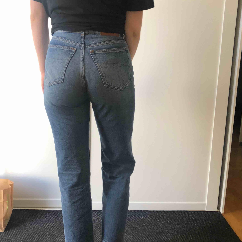Fräscha byxor från Tiger of Sweden säljes för jag tycker de är för korta för mig som är 176cm lång. Jeans & Byxor.