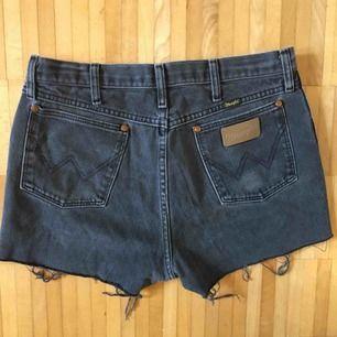 Wrangler jeansshorts i skön passform Använda av mig ca 5 gånger och de är i gott skick