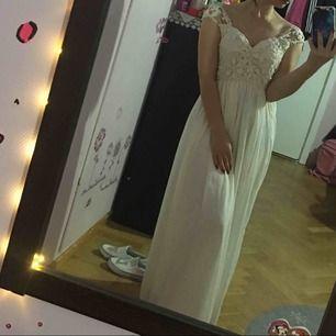 Ny fest klänningen öanvand bara provat St 36 38
