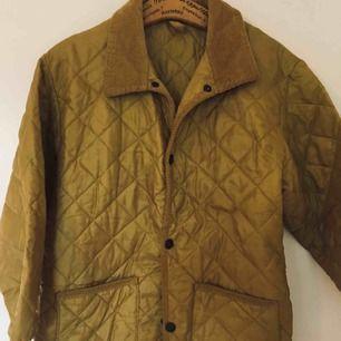 Quilted jacket- mustard colour   Barnjacka som använts av mig som 7-åring. Min mamma hade en likadan 👩👧