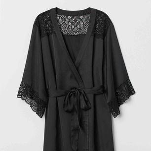 Svart kimono från H&M, strl s