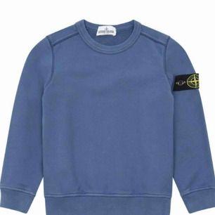 Kollar intresse på Stone Island sweatshirt Äkta självklart 1300kr, är 160 och tröjan passar mig