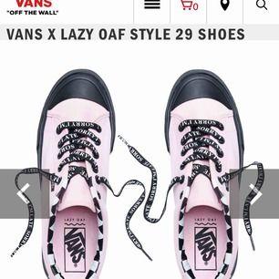 Säljer mina vans x lazy oaf style 29 shoes. Köpta i vintras för 900kr och endast använda 3 gånger. Man får även med skosnörarna på bild 1. Kan tvättas innan säljning ifall det önskas. Köparen står för frakt. Priset kan sänkas vid snabbaffär.
