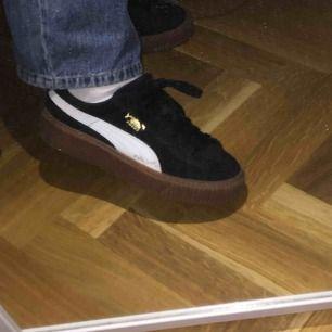Snygga skor från Puma! Använda men ändå ganska fint skick! Fraktar inte skor utan möts endast upp i Malmö!