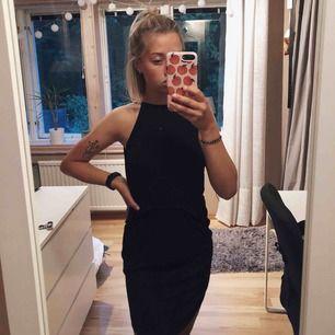 Klänning med öppen rygg och spetsdetaljer från Gina Tricot. Endast använd ett fåtal gånger så är i superfint skick🤩  Hämtas i Västervik, skickas annars😇☀️FRI FRAKT