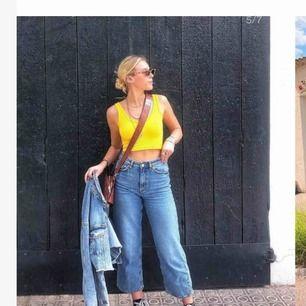 Monki jeans i modellen Mozik. Storlek 26.  Säljer pga för stor storlek.
