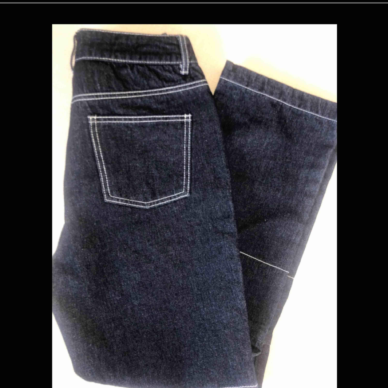 Ett par fina byxor som ser ut som arbetar byxor. De är i nyskick från nakd och är högmidjade.. Jeans & Byxor.