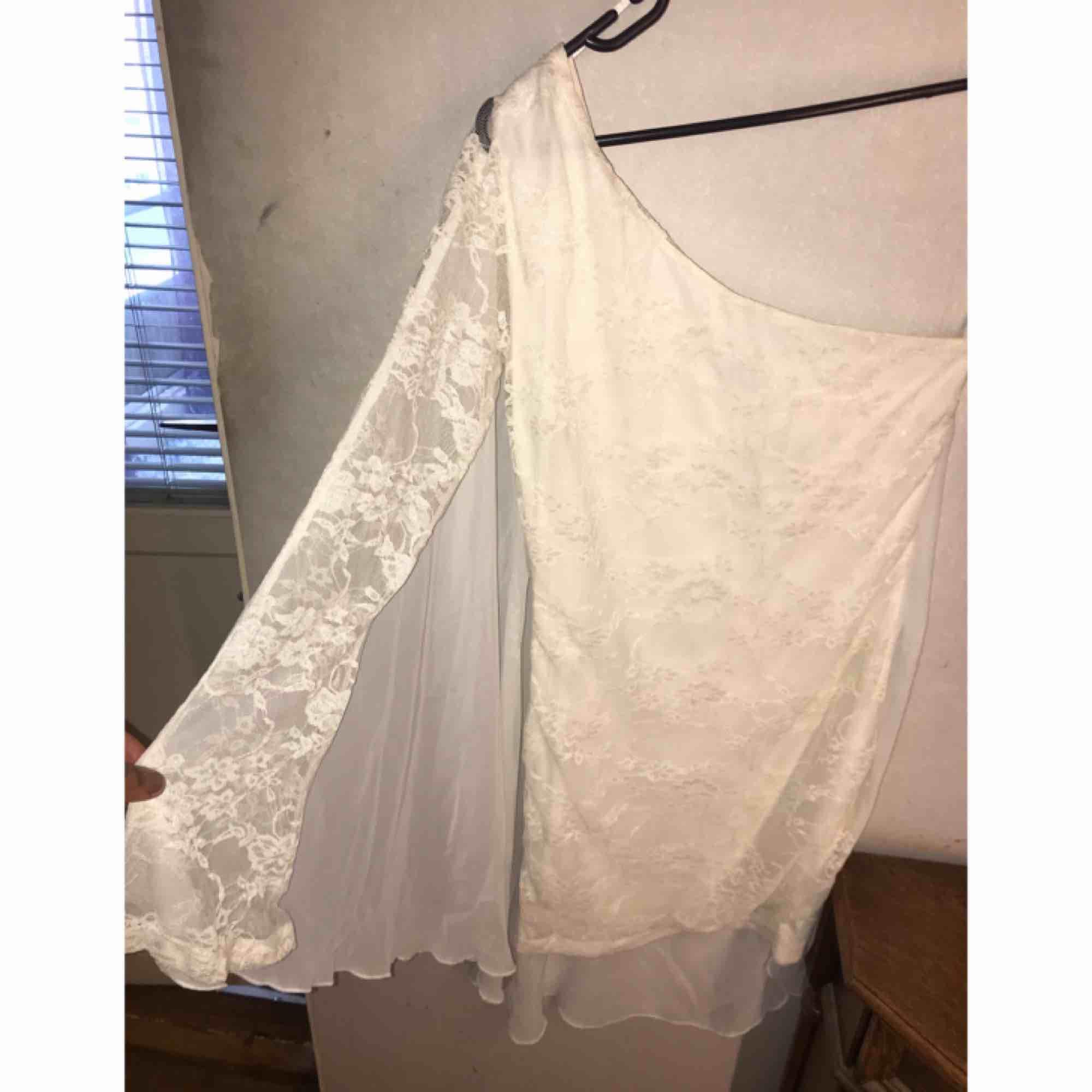 ⭐️ Fin enarmad klänning. Frakt ingår i priset. ⭐️. Klänningar.