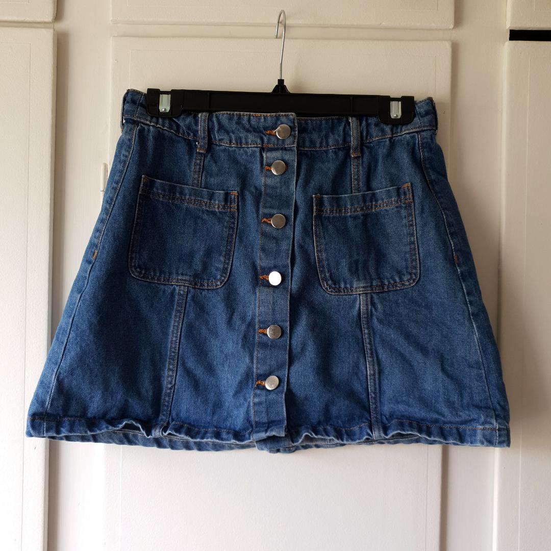 Jätte söt kjol, köpt på h&m för 1 år sedan 🌸🌼 . Kjolar.