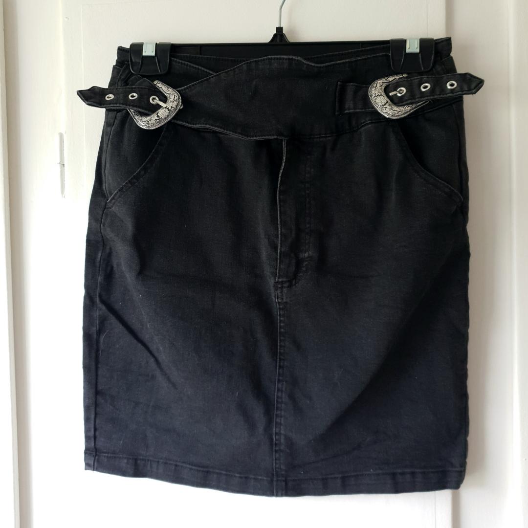 SUPER snygg kjol, använd 1 gång 🌸 Köpt i storlek 40 men passar även en 38:a 🌼. Kjolar.