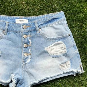 Snygga shorts från Forever21 i storlek 38 passar en S. Frakt redan inkluderat i priset !