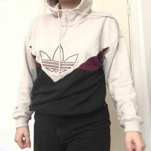 Sparsamt använd beach hoodie från adidas Köparen betalar frakt