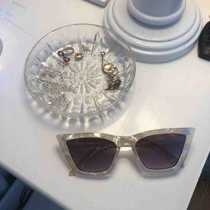 Fina solglasögon från & other stories! Aldrig använda, köpta i våras! Säljer för 200kr inklusive frakt💘❣️