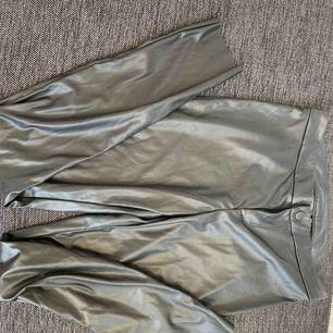 Fake skinn byxor från Heidi Klum.  Aldrig använda och prislappen kvar