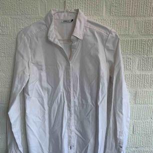 Bomullsskjorta från only  Stretch och figursydd
