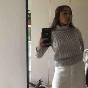 Mysig stickad tröja från vero moda med hög krage. Kan frakta mot kostnad eller mötas upp❤️