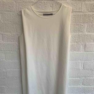 Vit bomulls klänning från Ullared  Är rak modell oversized