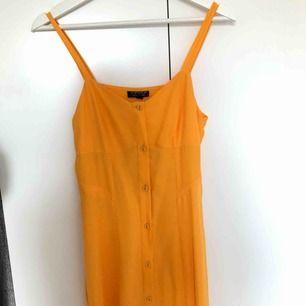 Helt oanvänd långklänning från topshop :)))) köptes för nått år sedan, men den har aldrig kommit till användning. Frakt tillkommer 🤩🤩