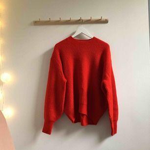 Knallig röd tröja från HM! Fint skick!