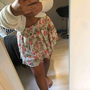 Oanvänd jättefin kjol från bikbok.