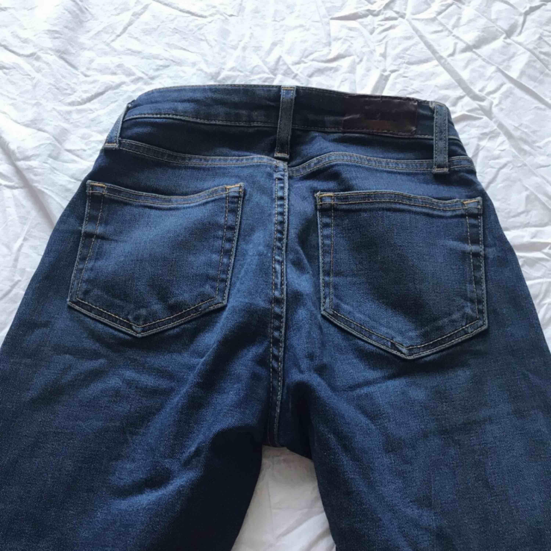 Frakten kostar 30kr då jag bjuder på det resterande som blir över!. Jeans & Byxor.