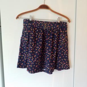 Jättefin kjol med fickor
