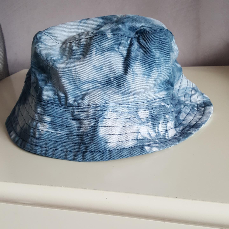 Vintage buckethat i batik, storlek 56/58. Kan skickas om köparen står för fraktkostnaden som då blir 36kr.. Övrigt.