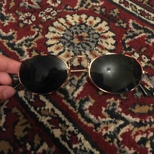 Retro solglasögon. Köparen betalar frakten på ca 30kr