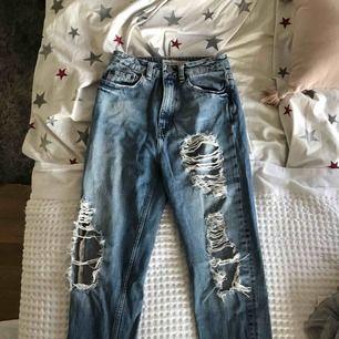 Jätte snygga slitnings jeans i boyfriend modell från Asos!