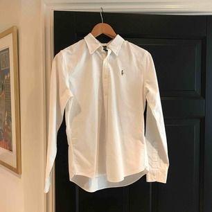 Slim fit skjorta från ralph lauren i bra skick