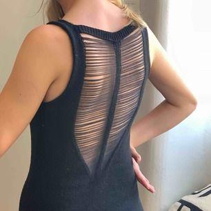 Virkad klänning/topp som är köpt vintage, gissar på storlek 34/XS. Frakt : 42kr ✨ allt som allt 100kr