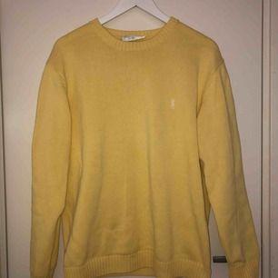 Vintage gul Yves Saint Laurent jumper i storlek M Använd två gånger och i perfekt skick