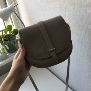 Jättefin väska från bikbok, använd ett fåtal gånger. Köparen står för frakt<33