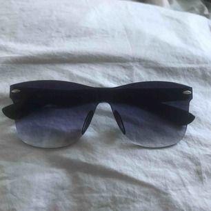 ☀️ Snygga solglasögon, aldrig använda (frakt tillkommer) ☀️