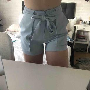 Säljer detta ljusblåa shorts från Monki pågrund av att dem är för små för mig! Helt nya❤️