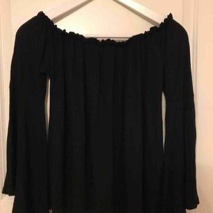 Fin offshoulder-tröja köpt i USA, vet inte var den är från.