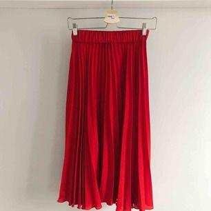 Superfin kjol i storlek XS från Gina Tricot
